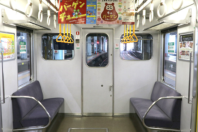 近鉄2610系(X12編成)乗務員室背面