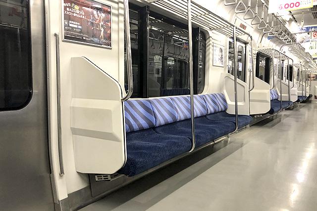 JR東日本E217系 座席、袖仕切り、スタンションポール