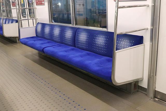 西武20000系(初期車) 座席、袖仕切り