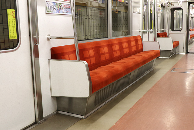 名古屋市営地下鉄5050形 座席、袖仕切り