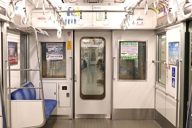 西武20000系(初期車) 貫通路