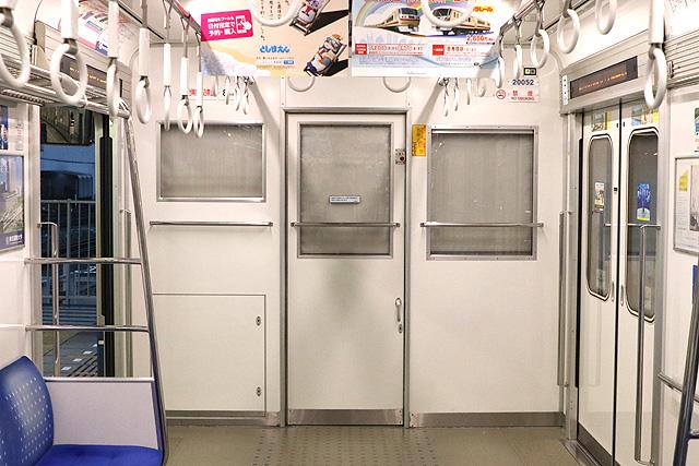西武20000系(初期車) 乗務員室背面