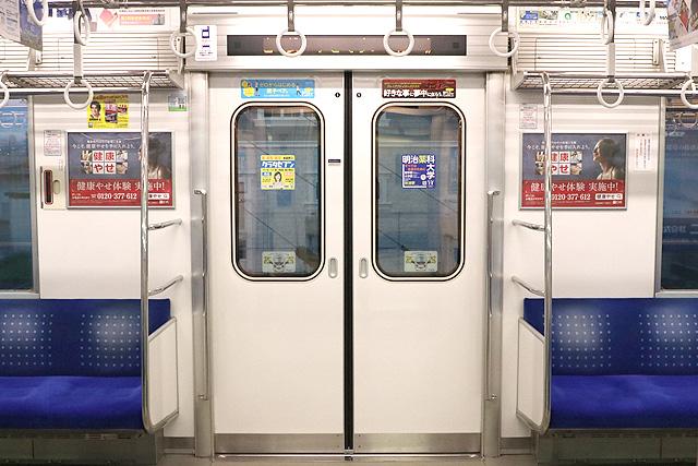 西武20000系(初期車) 客用ドア