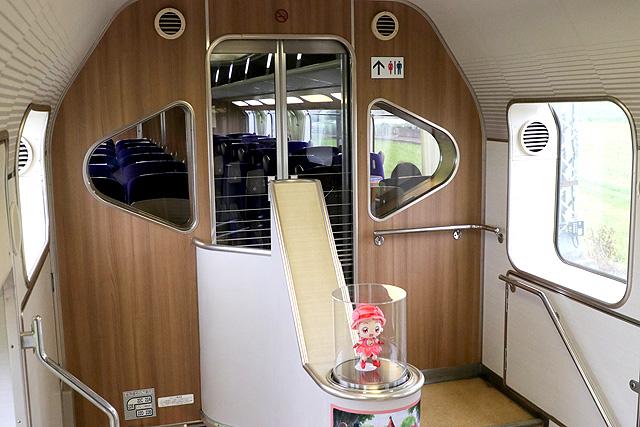 近鉄30000系ビスタEX(2階建て車両) デッキ