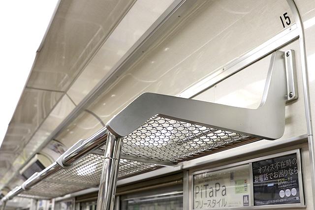 Osaka Metro 22系(最終増備車)荷棚