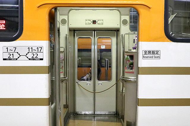 近鉄30000系ビスタEX(2階建て車両) 客用ドア