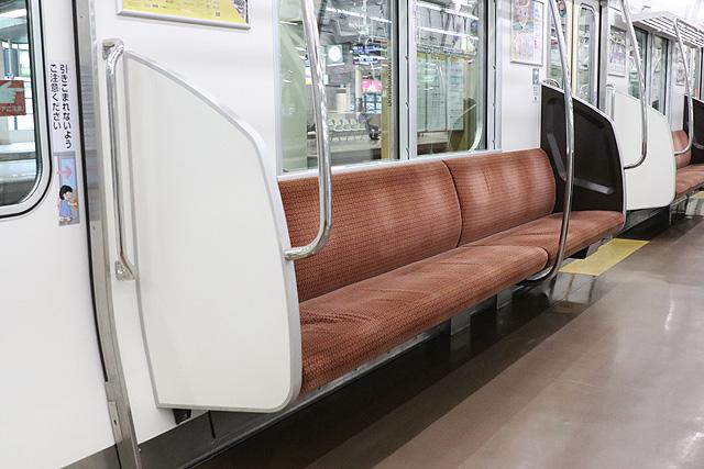 南海8300系(1次車)座席、袖仕切り、スタンションポール
