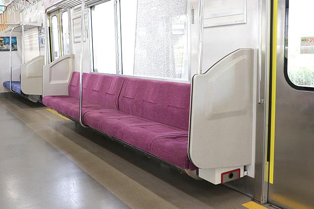 北総鉄道7500形 座席、袖仕切り、スタンションポール