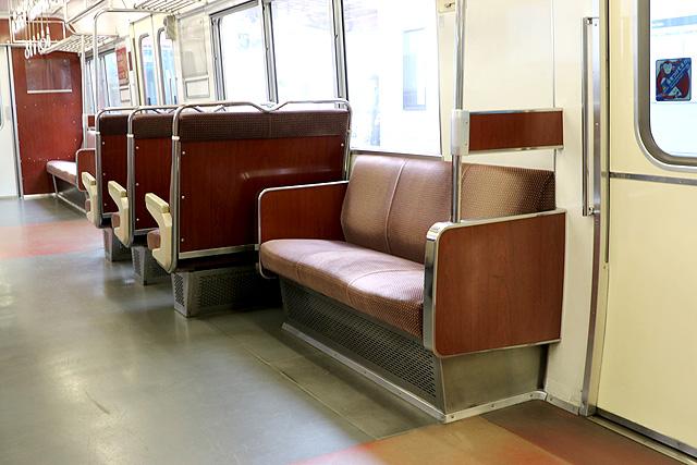 名鉄6800系(3・4次車)座席 ロングシート、袖仕切り