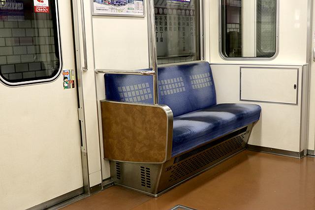 Osaka Metro 22系(最終増備車)優先座席