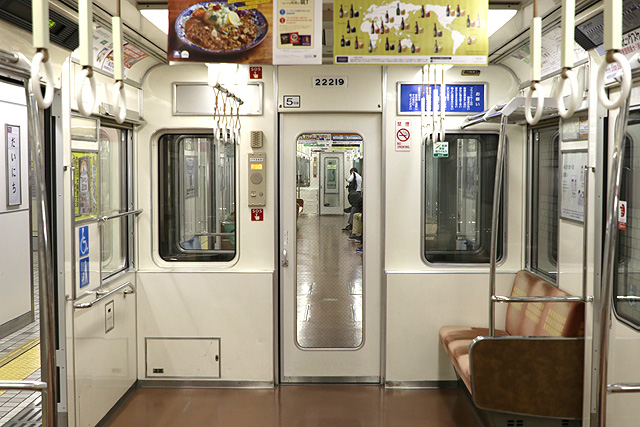 Osaka Metro 22系(最終増備車)貫通路