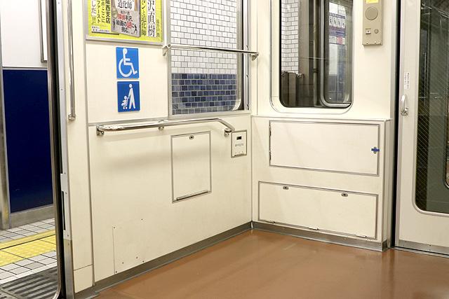Osaka Metro 22系(最終増備車)車いすスペース