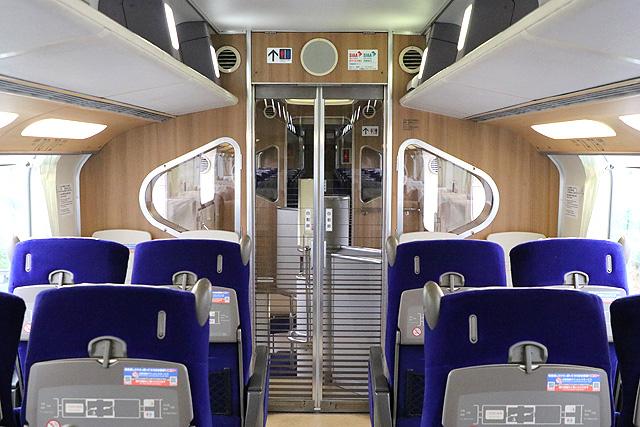近鉄30000系ビスタEX(2階建て車両) 妻面(デッキ側)