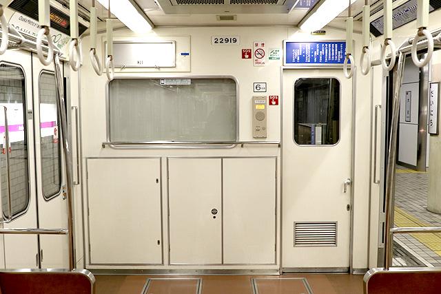 Osaka Metro 22系(最終増備車)乗務員室背面