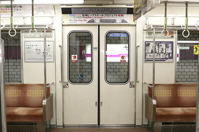 Osaka Metro 22系(最終増備車)客用ドア