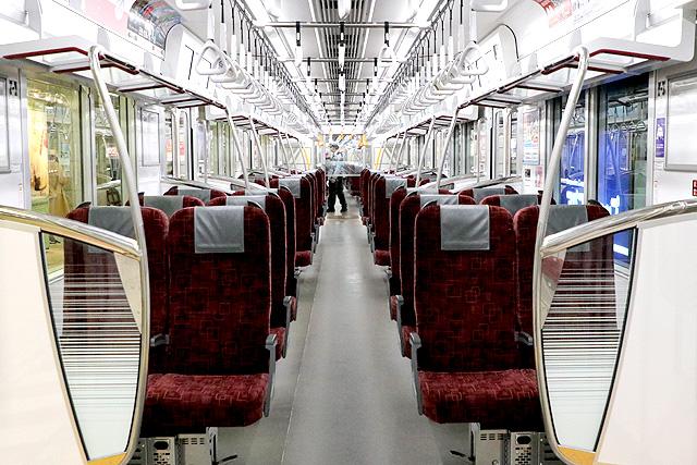 東武70090型THライナー 車内デザイン