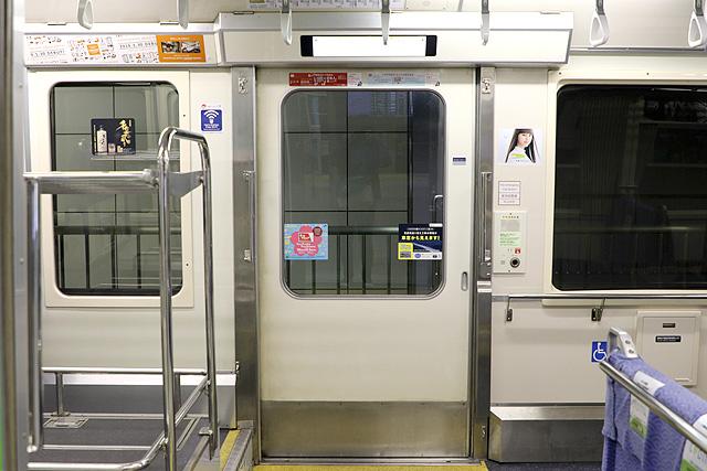 東京モノレール1000形(新塗装車) 客用ドア