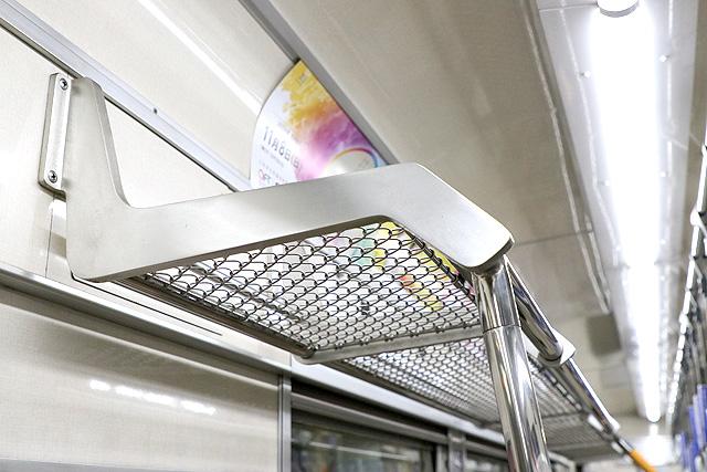 OsakaMetro66系(前期内装リニューアル車) 荷棚