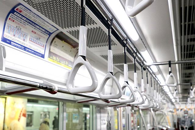 東武70090型THライナー 吊革