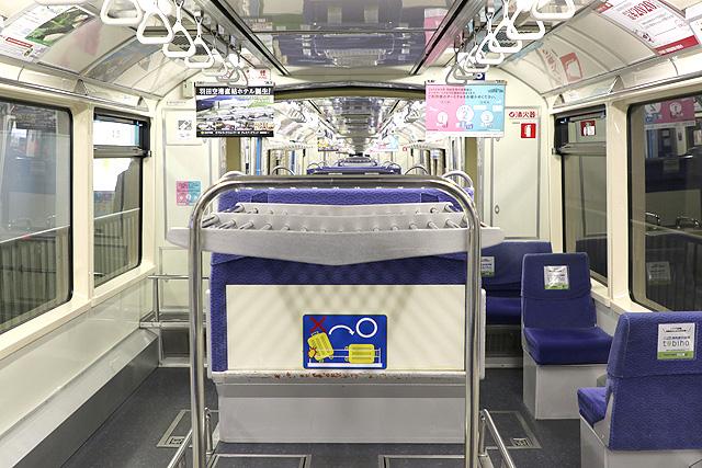 東京モノレール1000形(新塗装車)車内(車端部)