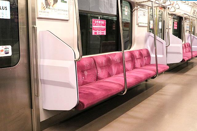 横浜高速鉄道Y500系 座席、袖仕切り、スタンションポール