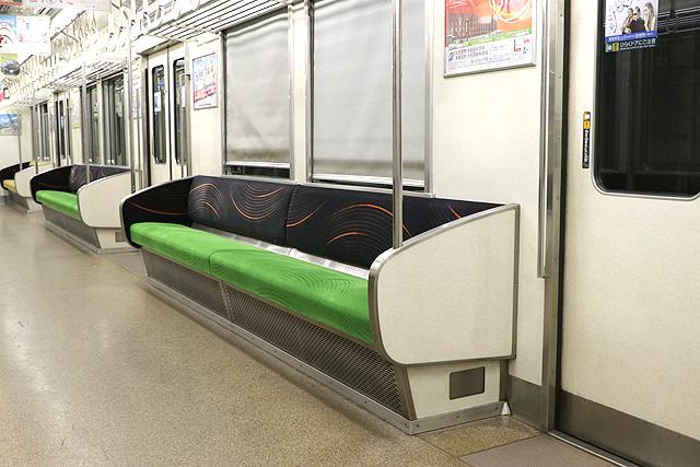 京阪7000系 座席、袖仕切り、カーテン