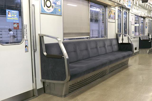 南海1000系(初期車) 座席、袖仕切り