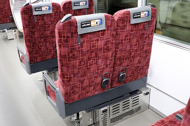 東武70090型THライナー 座席裏、チケットホルダー