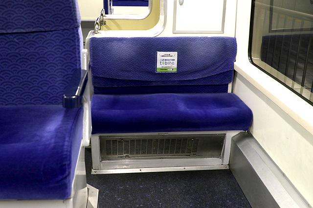東京モノレール1000形(新塗装車) 座席(ローバックシート)