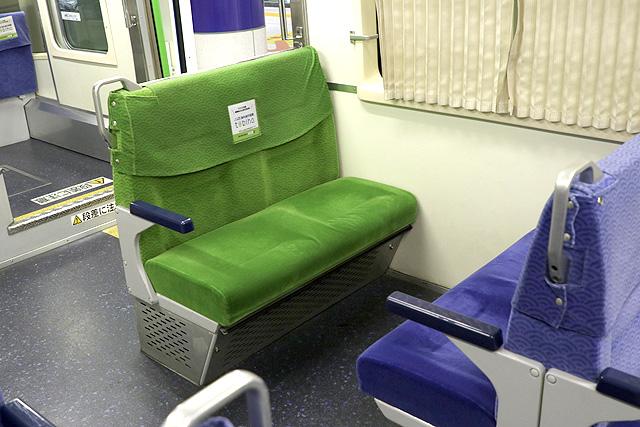 東京モノレール1000形(新塗装車) 優先席