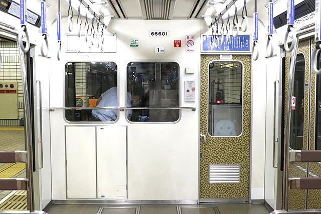 OsakaMetro66系(前期内装リニューアル車) 乗務員室背面