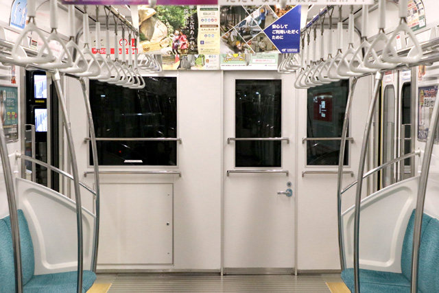 つくばエクスプレスTX-2000系(初期車)乗務員室背面