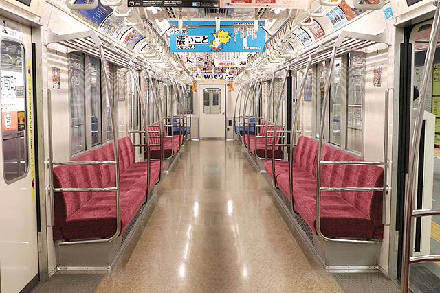 東京メトロ02系80番台 車内デザイン
