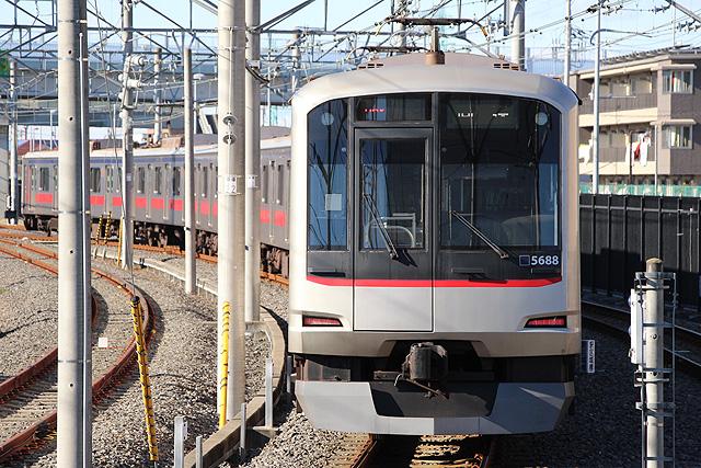 東急5080系(7次車)車内デザイン
