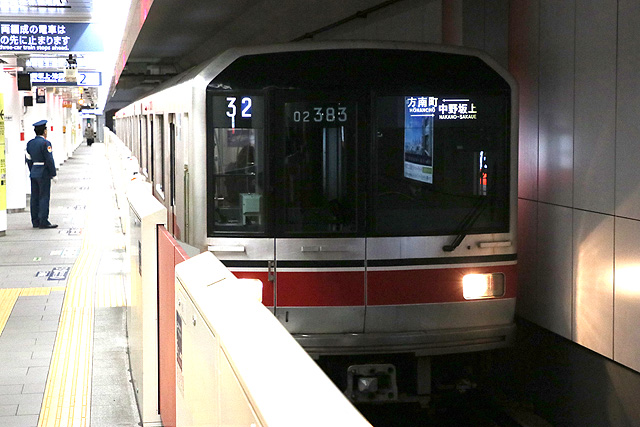 東京メトロ02系80番台車内