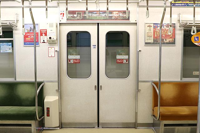 神戸市営地下鉄1000形(1000-02形)客用ドア