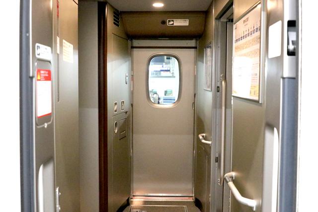 JR東海N700A(グリーン車)客用ドア、防犯カメラ