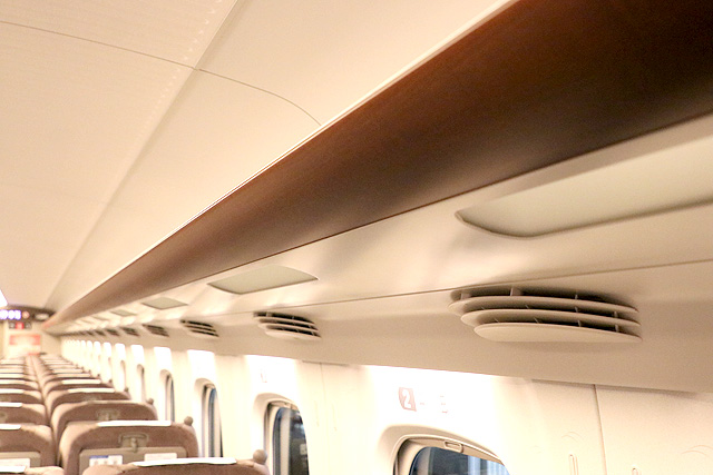 JR東海N700A(グリーン車)荷棚