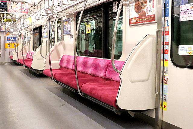 東急5080系(7次車)座席、袖仕切り、スタンションポール