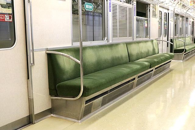 神戸市営地下鉄1000形(1000-02形)座席、袖仕切り、鎧戸