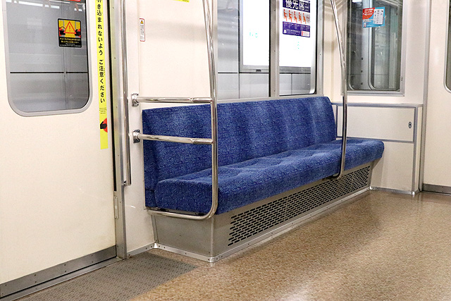 東京メトロ02系80番台 優先席