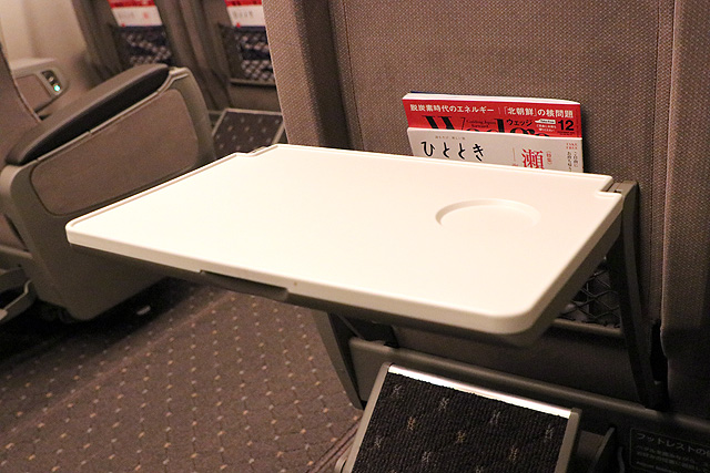 JR東海N700A(グリーン車)座席背面テーブル