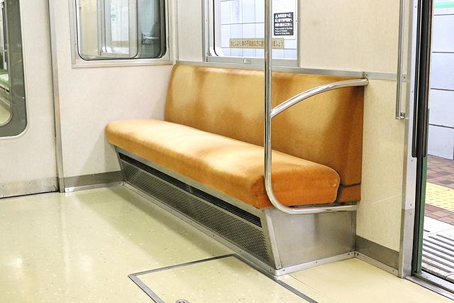 神戸市営地下鉄1000形(1000-02形)優先座席