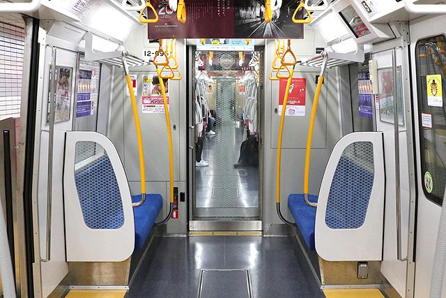 都営地下鉄12-600形(3次車)貫通路