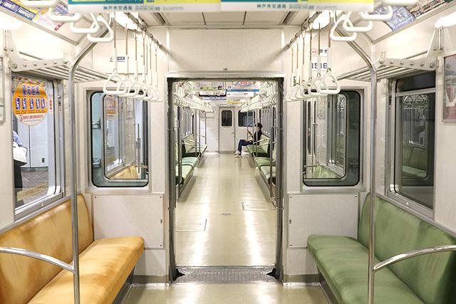 神戸市営地下鉄1000形(1000-02形)貫通路(広幅)