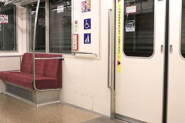 東京メトロ02系80番台 車いすスペース