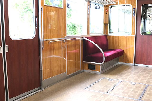 能勢電鉄5100系(復刻車両)車いすスペース