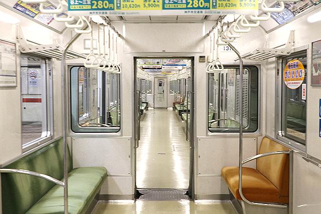 神戸市営地下鉄1000形(1000-02形)貫通路(狭幅)