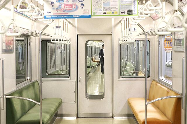 神戸市営地下鉄1000形(1000-02形)貫通路(扉付)
