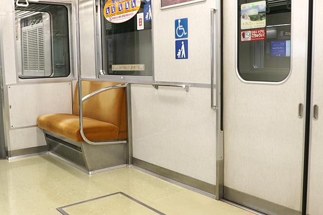 神戸市営地下鉄1000形(1000-02形)車いすスペース